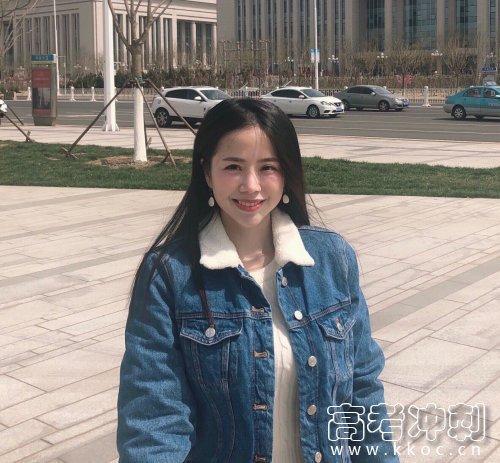 国民校花袁颖芬 港风气质过目难忘